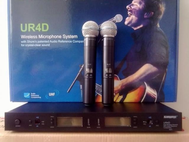 Micro-khong-day-shure-UR4D
