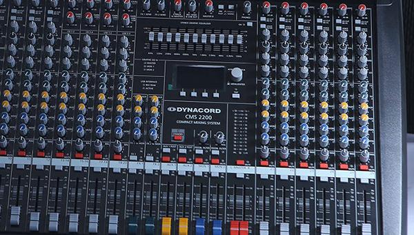 Các nút hỗ trợ chỉnh âm sắc của nhạc và hiệu ứng micro