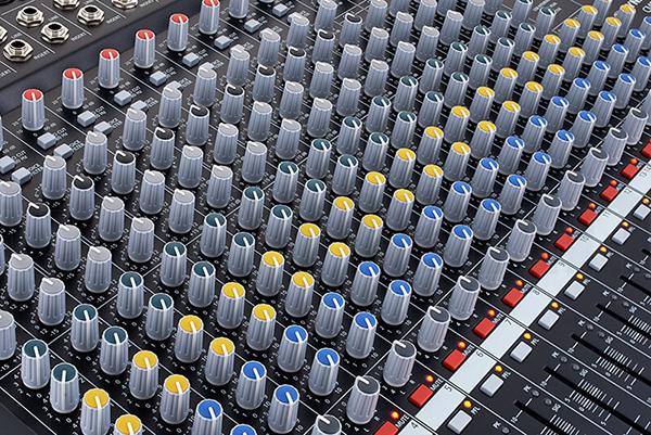 Các núm chỉnh của mixer cực kỳ dễ dàng sử dụng