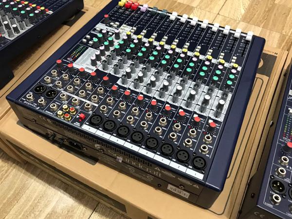 8 line vào tín hiệu của mixer dùng cắm micro và các nhạc cụ