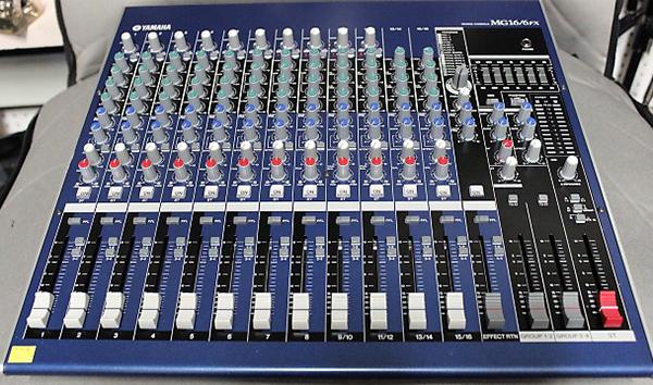 Thiết kế của mixer đơn giản dễ sử dụng
