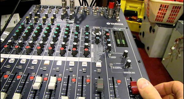 Bàn mixer yamaha 124c chuyên dùng cho dàn âm thanh sân khấu hội trường