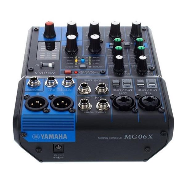 Mặt sau mixer yamaha thiết kế cực kỳ nhỏ gọn