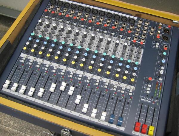 Mixer Soundcraf thiết kế đơn giản dễ sử dụng